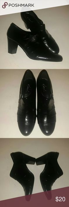 """Black booties Black booties by Kim Rogers, 2.5"""" heel, size 9. Great condition !! Kim Rogers Shoes Ankle Boots & Booties"""