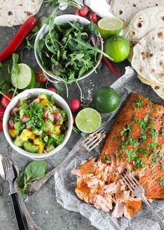 Salmon Fish Tacos with Mango Salsa Seafood Recipes, Mexican Food Recipes, Vegetarian Recipes, Cooking Recipes, Healthy Recipes, Good Food, Yummy Food, Edible Food, Mindful Eating