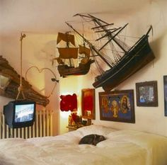 Nautical bedroom with TV on a rope!