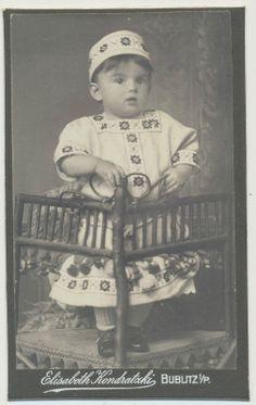 Elisabeth Kondratzki  Bublitz-Pommern/ kleines Mädchen im schönen Kleid/Tracht