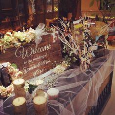 2016年2月、愛知県名古屋市『クルヴェット名古屋』にて挙式・披露宴を行われた卒花嫁「y_m.wedding0311」さま。ゲストをもてなすために、素敵な空間演出を考えられました。ウェルカムスペースは、ナチュラルテイストな仕上がり。 ヴィンテージワックスで仕上げられたというウェルカムボード、これをはじめとして、ご新婦さまがコツコツと手作りされた素敵なものばかりです♡挙式前日は忙しく、ご自分で飾り付けはできなかったそうですが、とても可愛らしく装飾して頂けました。 ここでは卒花嫁「y_m.wedding0311」さまの素敵な会場装飾をご紹介します。 Wedding Entrance Table, Reception Entrance, Reception Table, Wedding Table, Rustic Wedding, Garden Wedding, Crazy Wedding, Wedding Set Up, Wedding Goals