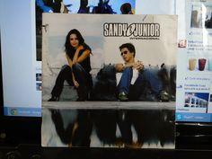 Eu ouvi MUITO esse disco! Sandy & Junior Internacional. Não sei quanto custou pq é da época que meus pais compravam meus CDs pra mim!