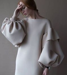 Etuikleid mit Puffärmeln in beige – sena özdemir - Cool Style - Damenmode Look Fashion, Fashion Details, Womens Fashion, Fashion Design, Fashion Trends, Fall Fashion, Fashion 2018, Elegance Fashion, Trendy Fashion