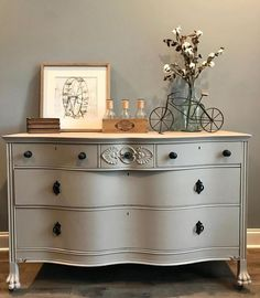 "Oh baby!! How bout those curves?!😋 This vintage serpentine dresser in Fusion's ""Algonquin"" just might steal your heart. 😍#fusionmineralpaint #algonquin . . . . . . . #neutraldecor #dreaserlove #wednesdaynight #interiordesign #curvyfurniture #instagood #shareyourstyle #hgtvhome #paintitbeautiful #paintedfurniture #diyhomedecor #upcycledfurniture #relovedfurniture"