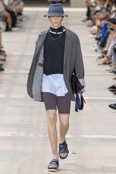 Louis Vuitton | Menswear - Spring 2018 | Look 1