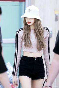 Blackpink in your area 💜💜 Blackpink Outfits, Korean Outfits, Fashion Outfits, Blackpink Fashion, Korean Fashion, Mode Kpop, Lisa Blackpink Wallpaper, Wallpaper Lockscreen, Black Pink