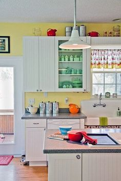 Cheery yellow vintage kitchen. Love the sink, jadeite, Pyrex :)