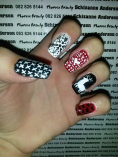 White Christmas nails