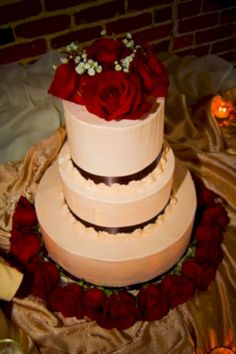 cool 22 Romantic Red Rose Wedding Cake for Your Alternatives  https://viscawedding.com/2017/07/27/22-romantic-red-rose-wedding-cake-for-your-alternatives/