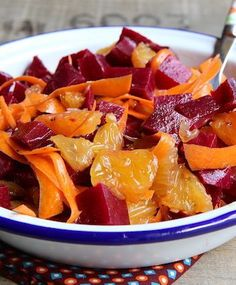 Salade de betteraves, oranges et carottes - - Raw Food Recipes, Healthy Dinner Recipes, Salad Recipes, Healthy Snacks, Vegetarian Recipes, Beef Recipes, Cooking Recipes, Beet Salad, Carrot Salad