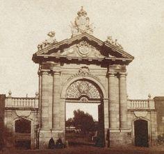 Puerta de Recoletos. La fotograf'ia fue hecha por Carpentier en el año de 1856. Foto de: Urbi et Orbe, del foro Urbanty.   Read more: http://historias-matritenses.blogspot.com/2009/12/puerta-y-portillos-de-madrid.html#ixzz3NmkDDdYj