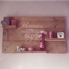 Wandbord van steigerhout.  Happiness is not a destination it is a way of life. Liever de kleurtint van het steigerhout in white wash/grijs.