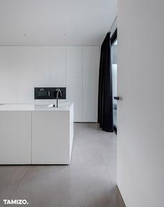 Kitchen Living, Kitchen Decor, Bauhaus Interior, Tamizo Architects, Kitchen Island With Sink, Minimalist Kitchen, Küchen Design, Interior Design Kitchen, Interior Inspiration