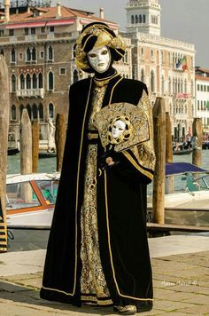 Carnevale Di Venezia Venetian Costumes, Venetian Carnival Masks, Carnival Of Venice, Masquerade Costumes, Venetian Masquerade, Masquerade Ball, Carnival Outfits, Carnival Costumes, Venice Mask