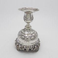 Online veilinghuis Catawiki: Antiek 800 zilveren kaarshouder met fraai rozen en bloemen decor