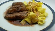 Entenbrust mit einer Rotwein-Balsamico Soße. Ein Traum und unsere liebste Variante Entenbrust zuzubereiten. Steak, Beef, Food, Red Wine, Meat, Essen, Steaks, Meals, Yemek