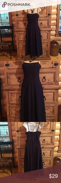 💋NEW LISTING💋Tommy Hilfiger Dress Navy sun dress🔸Seersucker like pattern🔸Side zip closure🔸Adjustable straps🔸Nice weight for a summer dress Tommy Hilfiger Dresses