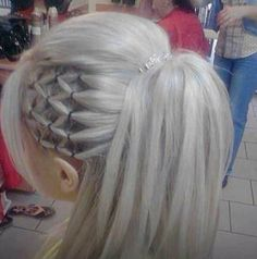 Twist to Cheerleader Pony