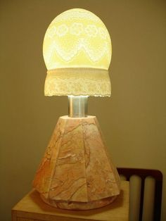cupula de abajour feita com casca de ovo de avestruz