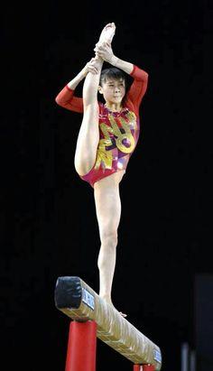 Gymnastics Poses, Amazing Gymnastics, Gymnastics Photography, Gymnastics Pictures, Sport Gymnastics, Artistic Gymnastics, Rhythmic Gymnastics Leotards, Cheerleader Games, Calf Leg