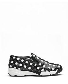 Boutique La Femme - sneaker Sequins paillettes bianco/nero. Sneaker in tessuto ricamato in paillettes, motivo vichy. Calzatura slip-on e suola ergonomica. Foderata in pelle.Sottopiede in pelle. Suola in gomma. Altezza tacco 4 cm. Made in Italy. www.lafemmecorreggio.com