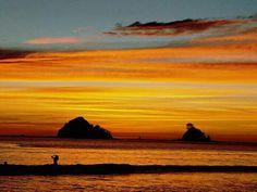 Atardecer majestuoso en Playa Las Catalinas, Guanacaste Costa Rica Beautiful Scenery, Beautiful Sunset, Costa Rica, Peninsula Papagayo, Sunset Photography, Pacific Coast, Sunrises, Clouds, Sky
