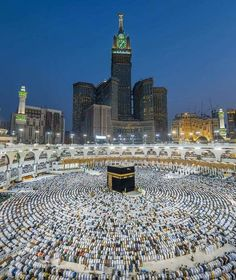 50 Most Beautiful Mosques in the World (Location, Size) Islamic Images, Islamic Pictures, Islamic Art, Mecca Madinah, Mecca Masjid, Mecca Hajj, Islamic Wallpaper Hd, Mecca Wallpaper, Mekka Islam