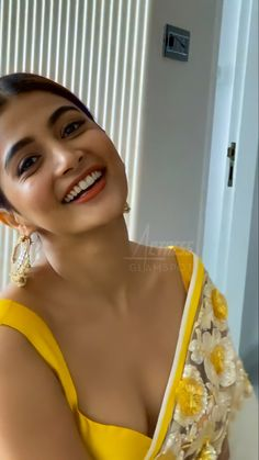Most Beautiful Bollywood Actress, Indian Bollywood Actress, Bollywood Girls, Beautiful Actresses, Beautiful Girl In India, Beautiful Girl Photo, Gorgeous Women, Cute Beauty, Beauty Full Girl