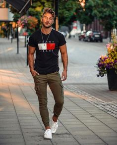 Men's Street Style 12 + Best Men Street Style - Fashion Looks 2019 Mode Masculine, Stylish Men, Men Casual, Dope Fashion, Style Fashion, Fashion Men, Fashion Styles, Sporty Fashion, Men's Casual Fashion