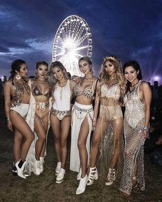 Coachella-Outfits, Festival-Outfits, Festival-Mode, Damenmode, via Lisa Lee Festival Looks, Festival Mode, Edm Festival, Festival Style, Festival Wear, Tortuga Music Festival, Hippie Festival, Music Festival Outfits, Music Festival Fashion