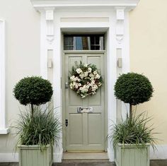 Isn& this house& front door absolutely beautiful? Don& you just love the mix of formal and informal? And the colours and the topiary and. Exterior Paint, Painted Doors, House Front, Painted Front Doors, House Exterior, Door Planter, Beautiful Front Doors, Beautiful Doors, Doors
