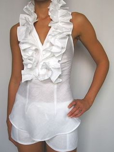 Sleeveless linen blouse with frilled collar. Available in white and jean. Our types of linen vary, all are handmade and must be hand washed. For the extra delicate and knitted pieces: hand wash, roll in a towel to remove excess moisture and hang to dry. Look Fashion, Womens Fashion, Fashion Design, Fashion Trends, Linen Blouse, Ruffle Blouse, Cool Outfits, Casual Outfits, Mode Boho