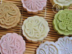 Mini Snowskin Mooncakes With White Lotus Paste Recipe (Happy Home Baking)