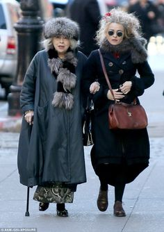Helena Bonham Carter proved style definitely runs in the family as she enjoyed a morning stroll with her mother, Elena Propper de Callejon, in New York on Sunday Helena Carter, Helena Bonham Carter, Helen Bonham, Marla Singer, Advanced Style, Mode Vintage, My Idol, Style Icons, Personal Style