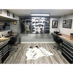man cave garage Home Bar Design How to design your perfect home bar Man Cave Room, Man Cave Home Bar, Bunker, Gun Safe Room, Classy Man Cave, Reloading Room, Gun Vault, Panic Rooms, Hidden Gun