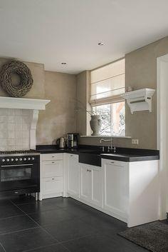 Binnenkijken bij Christa en Wim - Fashion and Style Kitchen Paint, New Kitchen, Kitchen Cabinets, Kitchen Appliances, Rustic Kitchen, Country Kitchen, Kitchen Decor, Home And Living, Home Kitchens