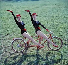 Shooting Film: Beautiful Colour Portraits of Dancing Kessler Twins in 1958 by Loomis Dean Tandem Bicycle, Bicycle Girl, Vintage Burlesque, Girls Time, Bad Memories, Bike Style, Life Photo, Photo Archive, My Heart Is Breaking