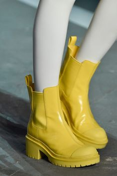 spunkh: aclockworkpink: Marc by Marc Jacobs S/S New York Fashion Week Models and a pretty vibe Sock Shoes, Shoe Boots, Shoes Sandals, Ankle Boots, Shoe Bag, Vetements Shoes, Yellow Boots, Jelly Shoes, Yellow Fashion