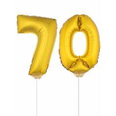 Gouden opblaas cijfer 70 op stokjes. Beide ballonnen zijn ongeveer 41 cm. Door middel van de ballonstokjes kun je de cijfers in een zachte ondergrond plaatsen. De ballonnen zijn alleen geschikt voor lucht.