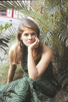 May American actress and former fashion model Candice Bergen turns 73 today. Candice Bergen, Katherine Ross, Boston Legal, Julie Christie, Young Actresses, Color Photography, Vintage Photography, Vintage Beauty, Vintage Fashion