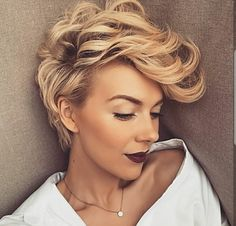 Tunsori par scurt blond pe care o sa le adori Cute Hairstyles For Short Hair, Pixie Hairstyles, Short Hair Cuts, Curly Hair Styles, Perfect Hairstyle, Hairstyles 2018, Elegant Hairstyles, Fast Hairstyles, Casual Hairstyles