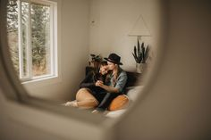 Hip Portland in home session, stylish couple + cozy indoor feels Couple Photoshoot Poses, Couple Posing, Couple Shoot, Wedding Photoshoot, Family Posing, Photoshoot Ideas, Family Portraits, Indoor Photography, Lifestyle Photography