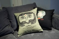 DIY: Make a Souvenir T Shirt Pillow (Brooklyn Limestone) good idea for unwanted or unwearable [wrong size, what have you] tees. Diy Pillows, How To Make Pillows, Throw Pillows, Shirt Pillows, Pillow Crafts, Cushions, Diy Craft Projects, Sewing Projects, Craft Ideas