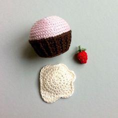 Birthday CUPCAKES – a free lalylala crochet pattern | lalylala