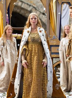 Rebecca Ferguson as Elizabeth Woodville in The White Queen (TV Series, 2013). [x]