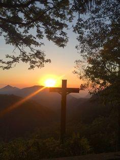 Imagen católica: amanecer,naturaleza,cruz,jesus,montanas,sol - Cathopic