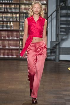 See all the Collection photos from Sies Marjan Spring/Summer 2017 Ready-To-Wear now on British Vogue Catwalk Fashion, Fashion Week, Fashion 2017, Spring Fashion, High Fashion, Style Minimaliste, Evolution Of Fashion, Mode Chic, Fashion Seasons