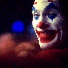 Cute but psycho. Joker Film, Joker Batman, Comic Book Characters, Comic Character, Comic Books, Joaquin Phoenix, Dc Comics, Cute But Psycho, Joker Phoenix