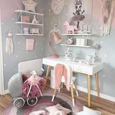 Look at the cute star lamp from @mintwhale.com.ua Hun har også fått seg lampe til skrivebordet sitt fra Sebra Interior ❤ Du finner et stort utvalg av Sebra hos beste @carmell.no .... ............................................................. @mintwhale.com.ua #mintwhale #starlamp #nightlight @sebrainterior #sebramoment #nattlampe #bordlampe #sponsoredbysebra @carmell.no #carmell #sebrainterior #gulvteppe #lillemegdesign #swan #wallstickers @lirumlarumleg #lirumlarumleg #numero74 #s...