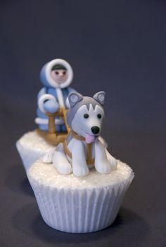 I want a fondant dog like my dog! Fondant Dog, Fondant Animals, Beautiful Cupcakes, Love Cupcakes, Fondant Cupcakes, Cupcake Art, Cupcake Cookies, Cupcake Collection, Cake Shapes